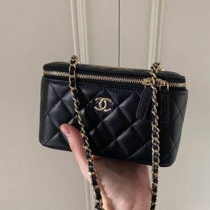 Chanel 2020 Mini Vanity Case (fit iPhone Pro Max)